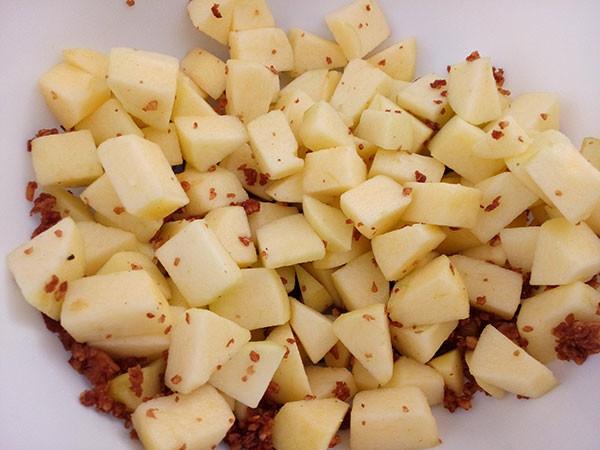 appel-walnoot-mengsel-600x450 Appeltaart met amandelspijs